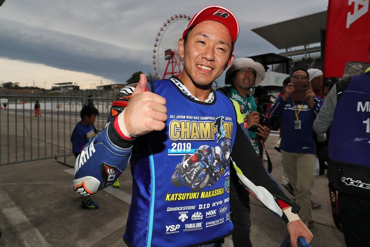 MotoGP | 高橋巧、レース2で完全勝利も王者に届かず。中須賀が逆転で9度目のタイトル決める/全日本ロード第8戦鈴鹿