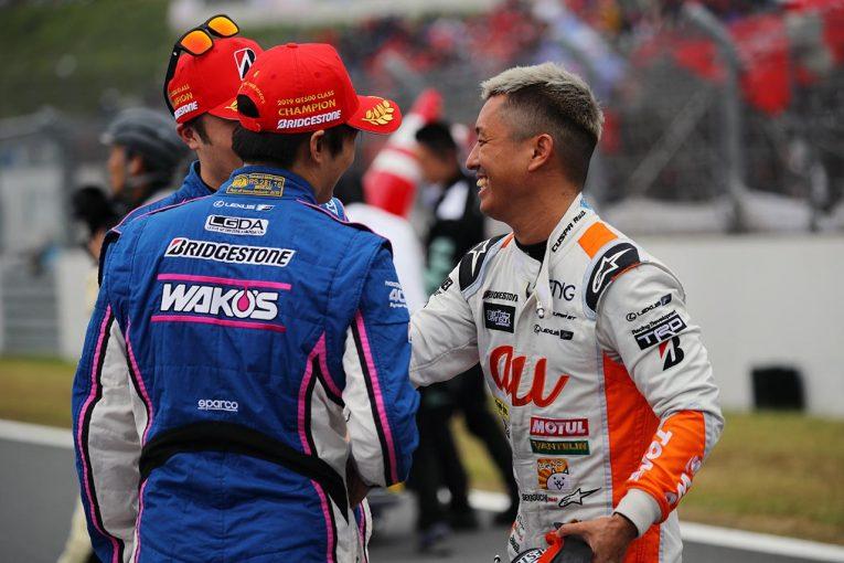 スーパーGT | WAKO'S山下健太×au TOM'S関口雄飛、チャンピオンを懸けた意地の名バトル「ヤマケンがすごかった」