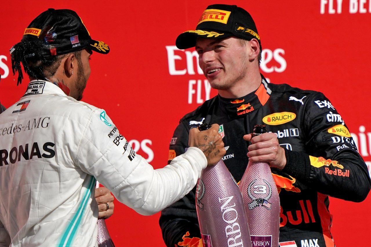 2019年F1第19戦アメリカGP 3位マックス・フェルスタッペン(レッドブル・ホンダ)と2位のルイス・ハミルトン(メルセデス)