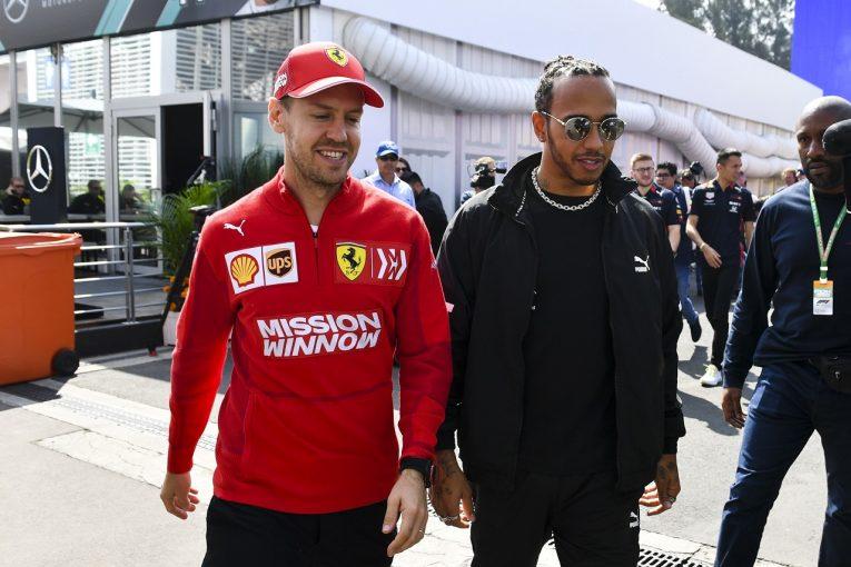 F1 | ベッテル、ハミルトンのもとを訪れ6度目のF1タイトル獲得を祝福。「その偉業に値するドライバー。皆が称えるべき」