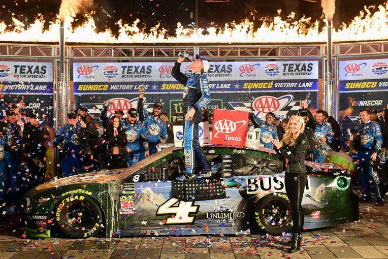 海外レース他 | NASCAR第34戦:フォードのハービックが優勝。下位クラスではスープラ操るベルが最多8勝目