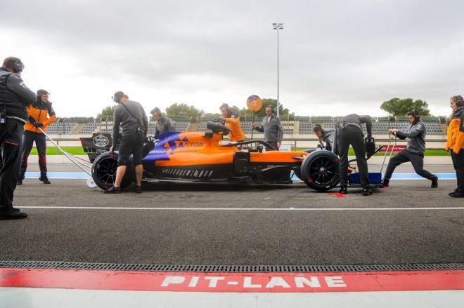 マクラーレンのサインツが18インチF1タイヤのテスト