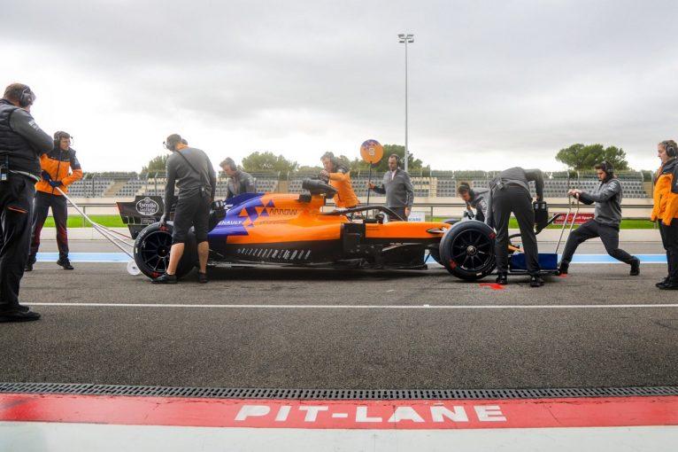 F1 | ピレリが2021年用18インチF1タイヤのテストを実施。サインツJr.がマクラーレンのプロトタイプ車で走行