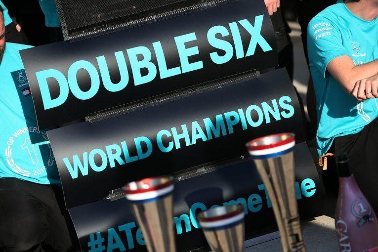 F1 | SNS特集F1アメリカGP:ダブルタイトル6連覇のメルセデスが祝賀会。ライコネン「2035年のチームメイト」とカート対決