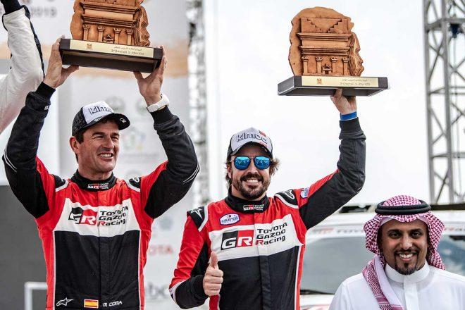 ラリーレイド参戦3戦目で表彰台を獲得したフェルナンド・アロンソとマルク・コマ