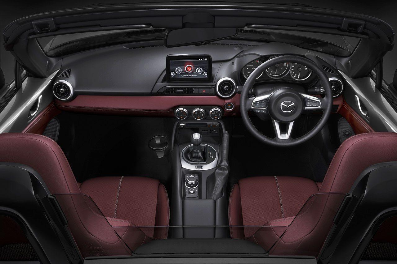 """30周年迎えた『マツダ・ロードスター』が一部改良。モダンな特別仕様車""""シルバー・トップ""""も新登場"""