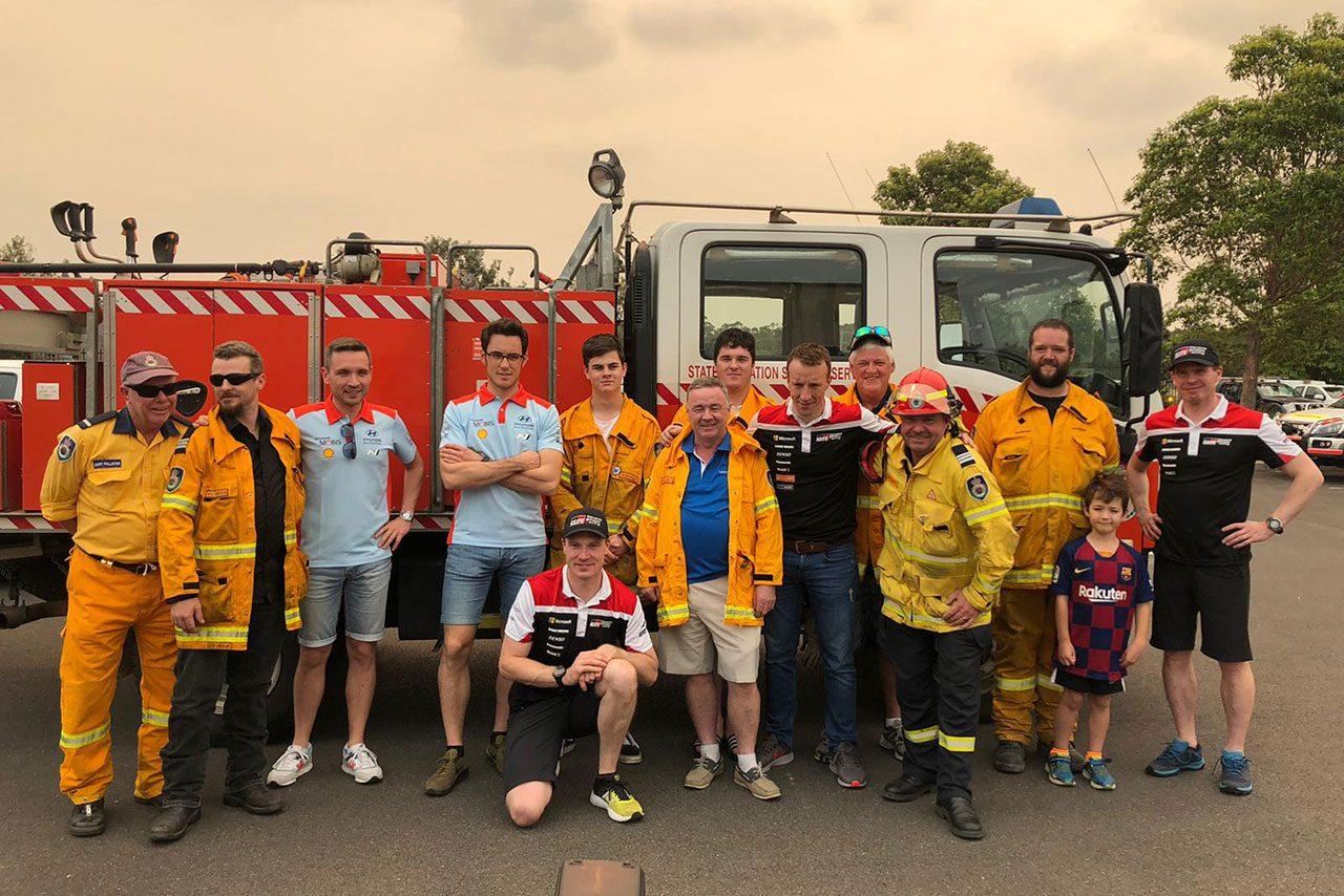 オーストラリアの消防署を訪れたWRCドライバー