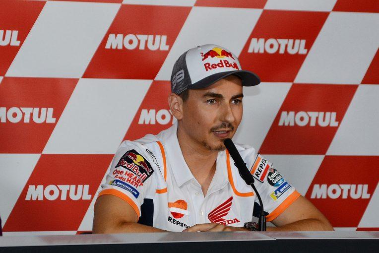 MotoGP   MotoGP:バレンシアGPで急転直下の引退会見。ロレンソ、2度の転倒後「モチベーションが見つからなかった」
