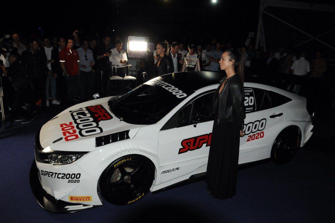 フェルナンド・アロンソが『トヨタ・カローラ』をテスト。DF増の2020年STC2000規定も発表