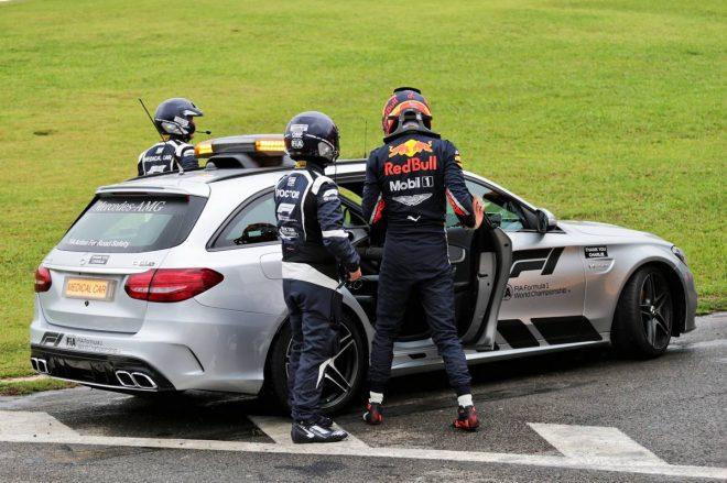 2019年F1第20戦ブラジルGP決勝 アレクサンダー・アルボン(レッドブル・ホンダ)がFP1でクラッシュ