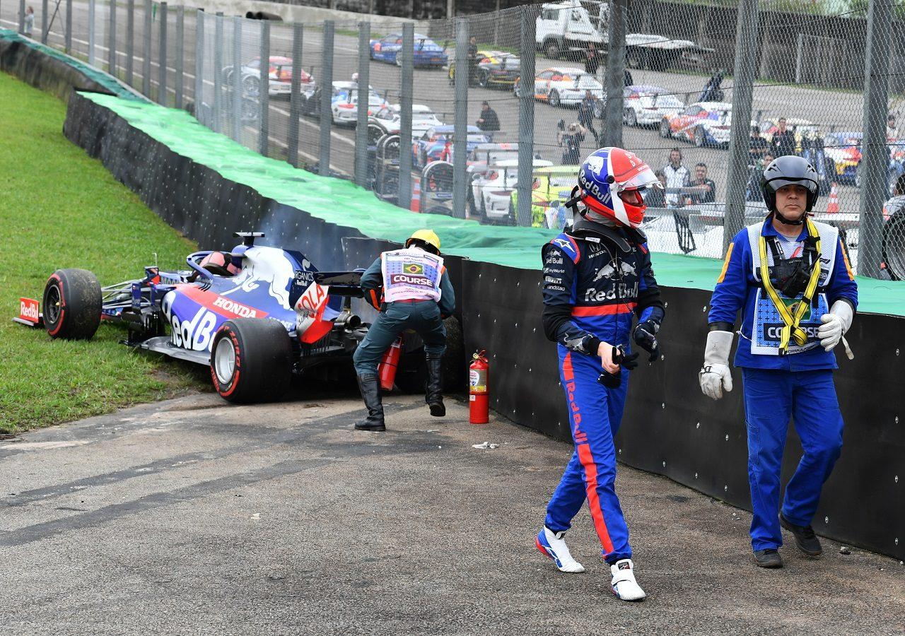 2019年F1第20戦ブラジルGP 金曜FP2でトラブルのためクラッシュしたダニール・クビアト(トロロッソ・ホンダ)