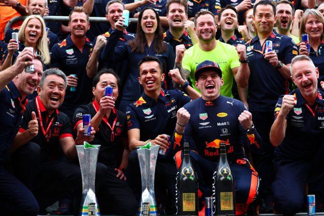 2019年F1第20戦ブラジルGP マックス・フェルスタッペンのポール・トゥ・ウインを祝うレッドブルとホンダ