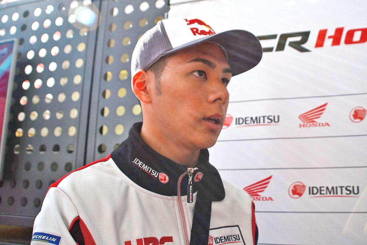 MotoGP:バレンシアに姿を現した右肩手術後の中上貴晶。気になる怪我の回復具合、そして来訪の理由は……