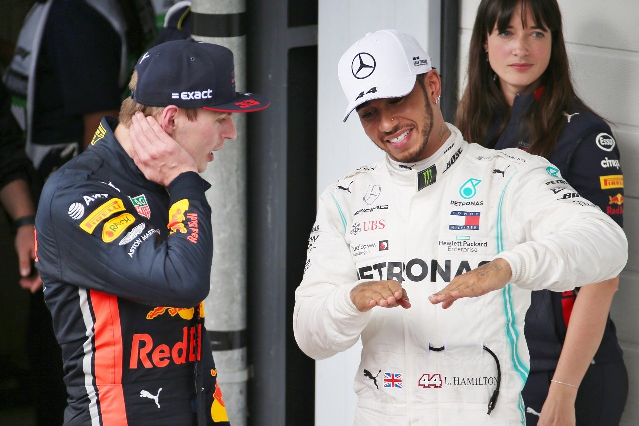 2019年F1第20戦ブラジルGP ルイス・ハミルトン(メルセデス)とマックス・フェルスタッペン(レッドブル・ホンダ)