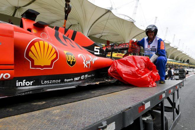 2019年F1第20戦ブラジルGP セバスチャン・ベッテル(フェラーリ)がシャルル・ルクレール(フェラーリ)と接触しリタイア