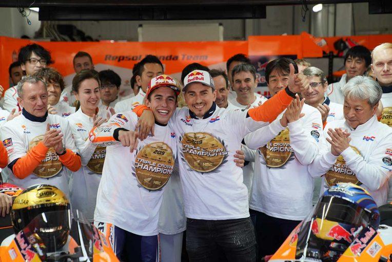 MotoGP | MotoGPバレンシアGP:マルケスがクアルタラロを抑え、独走優勝。ロレンソはバーンナウトとともに最後のレースを終える