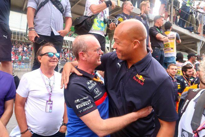 2000年代にホンダ・チームで仕事していた経験があるチームマネージャーのグラハム・ワトソン(左)も感慨無量
