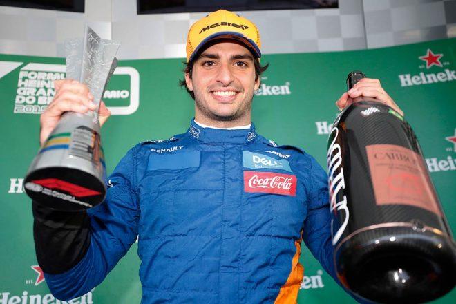 2019年F1第20戦ブラジルGP 表彰台で3位を喜ぶカルロス・サインツJr.