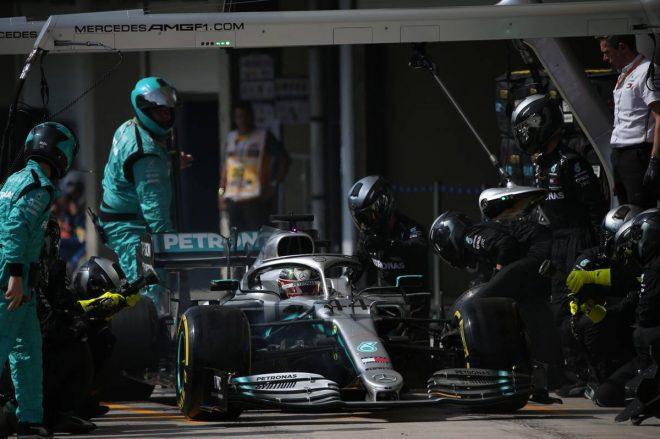 2019年F1第20戦ブラジルGP セーフティカー中のピットインで4番手まで順位を落としてしまったルイス・ハミルトン