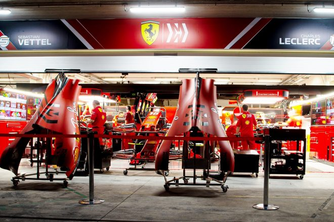 2019年F1第20戦ブラジルGP フェラーリのガレージ