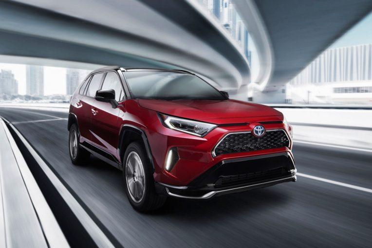 クルマ | トヨタ、RAV4のプラグインハイブリッド車を世界初披露。2020年夏に日本導入予定