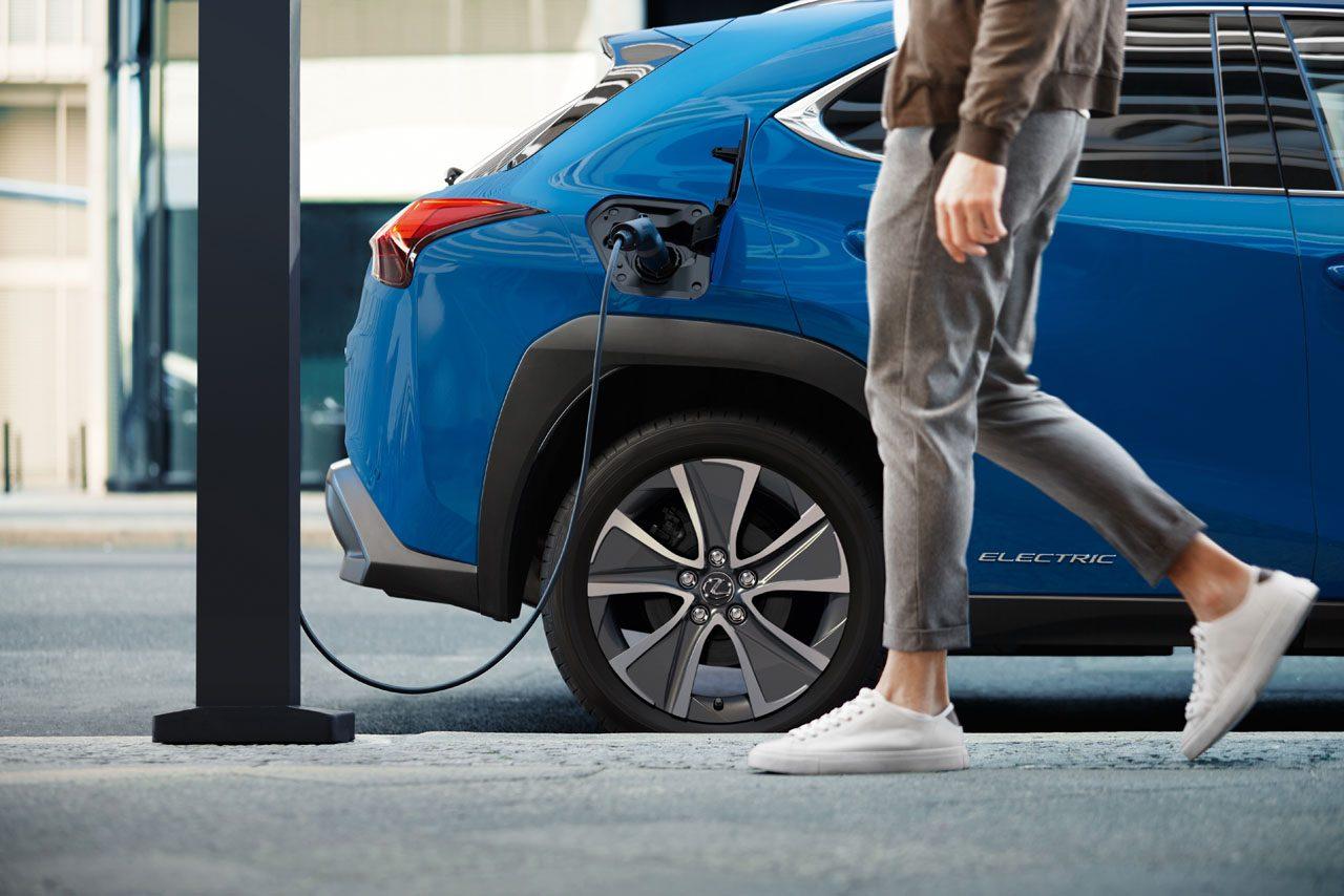 レクサス初の市販EV『UX300e』がワールドプレミア。中国、欧州に続き2021年前半に国内導入へ