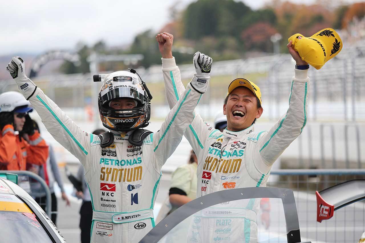 SYNTIUM LMcorsa RC F GT3の宮田莉朋と吉本大樹