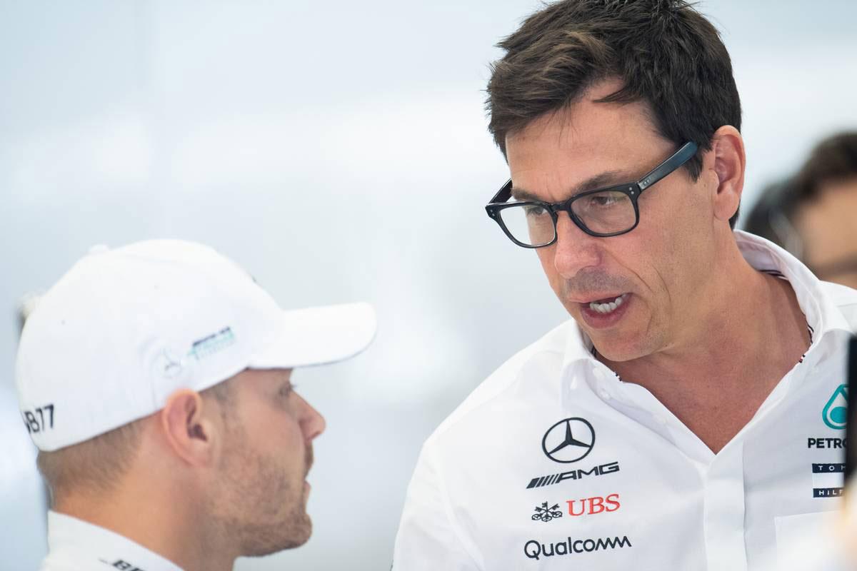 2019年F1第13戦ベルギーGP バルテリ・ボッタスとトト・ウォルフ代表(メルセデス)