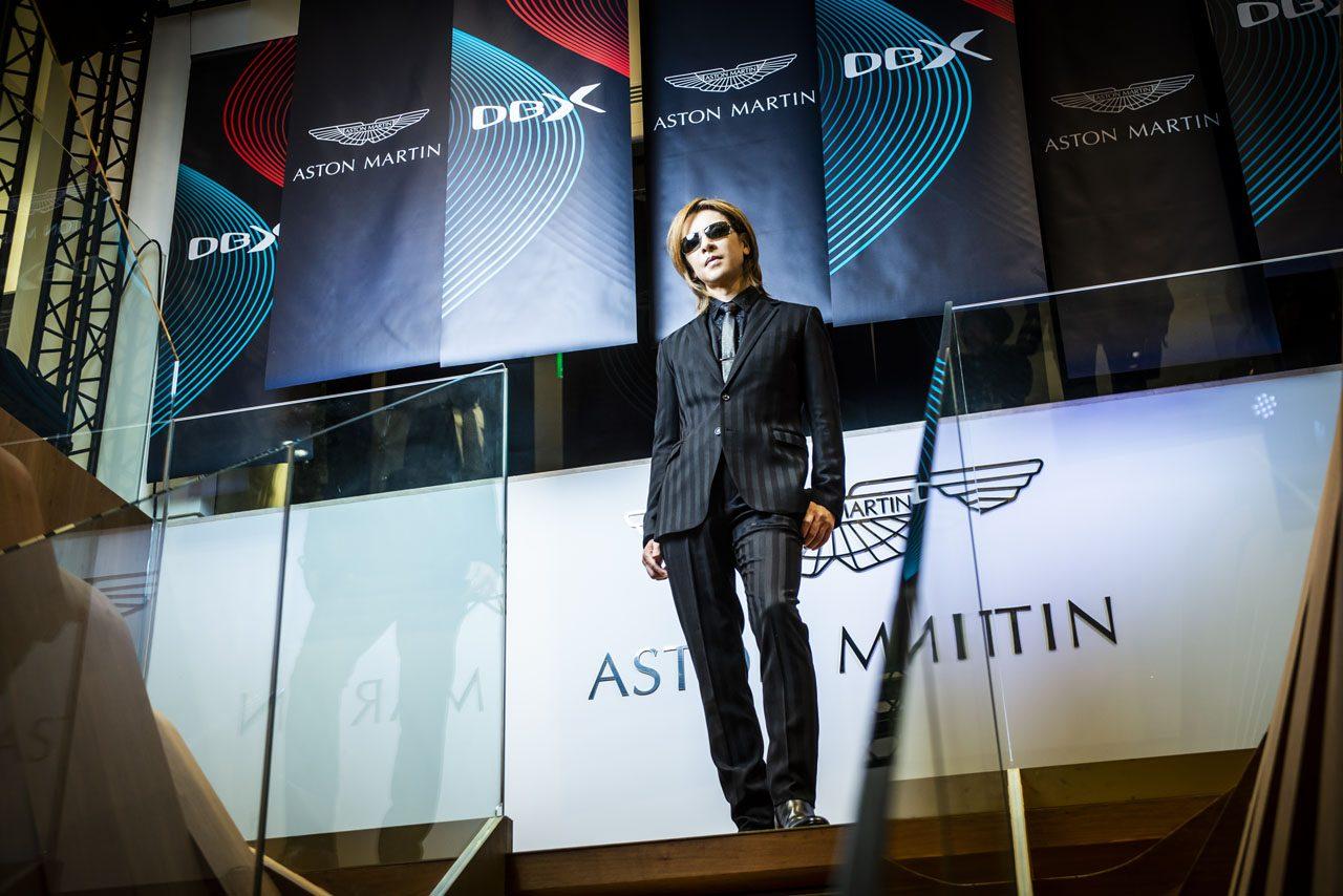 """【動画】X JAPANのYOSHIKI、アストンマーティンの""""X""""と共演「すぐにでも移動に使いたい」"""