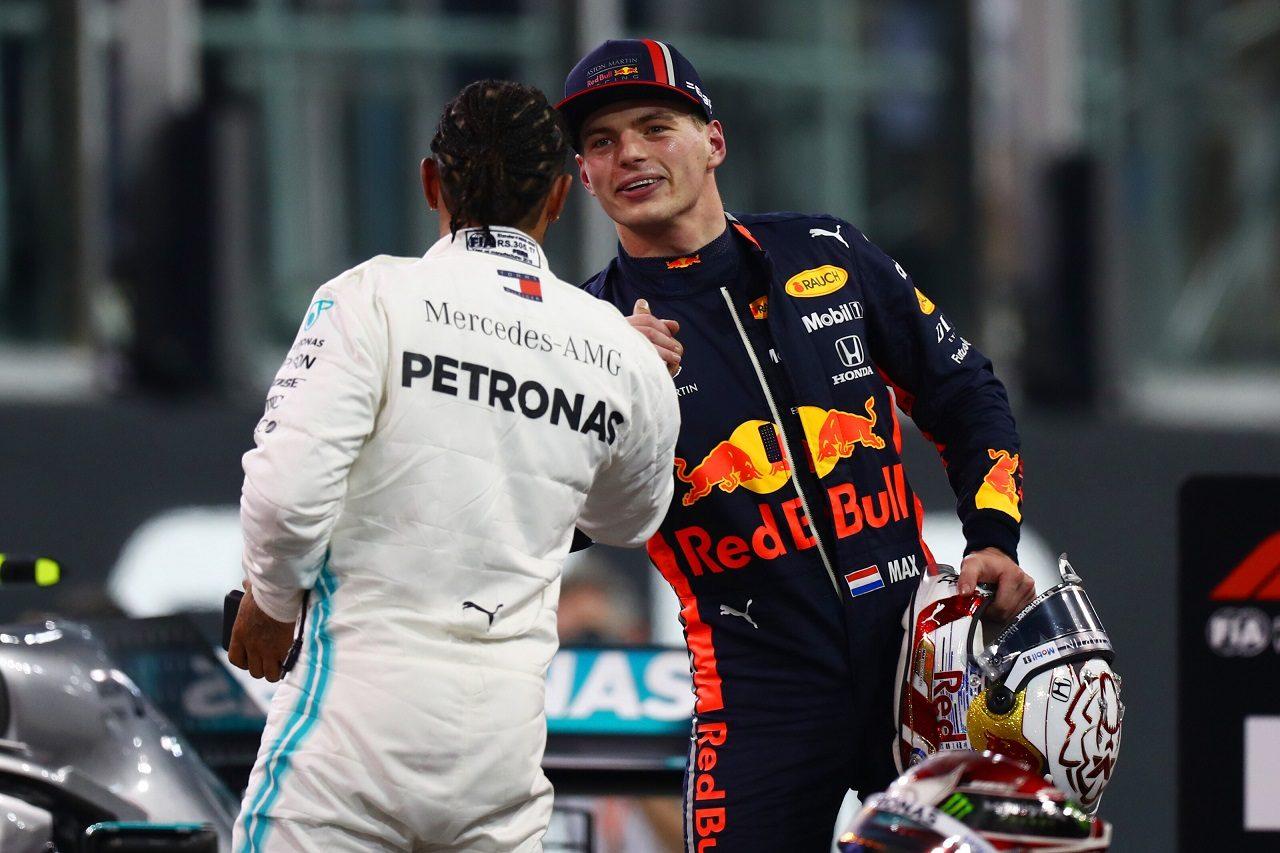 2019年F1第21戦アブダビGP 予選3番手のマックス・フェルスタッペン(レッドブル・ホンダ)とポールポジションのルイス・ハミルトン(メルセデス)