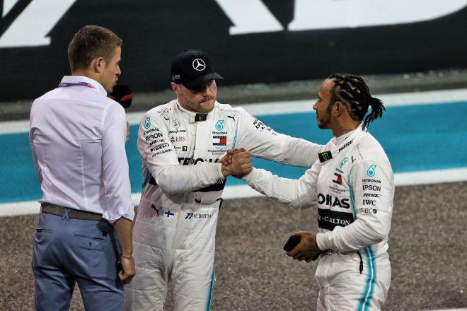 2019年F1第21戦アブダビGP 予選2番手のバルテリ・ボッタス、ポールのルイス・ハミルトンを祝福