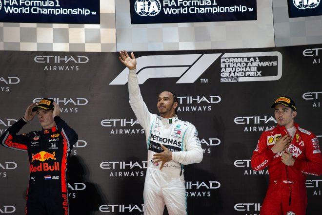 2019年F1第21戦アブダビGP表彰台のハミルトン、フェルスタッペン、ルクレール