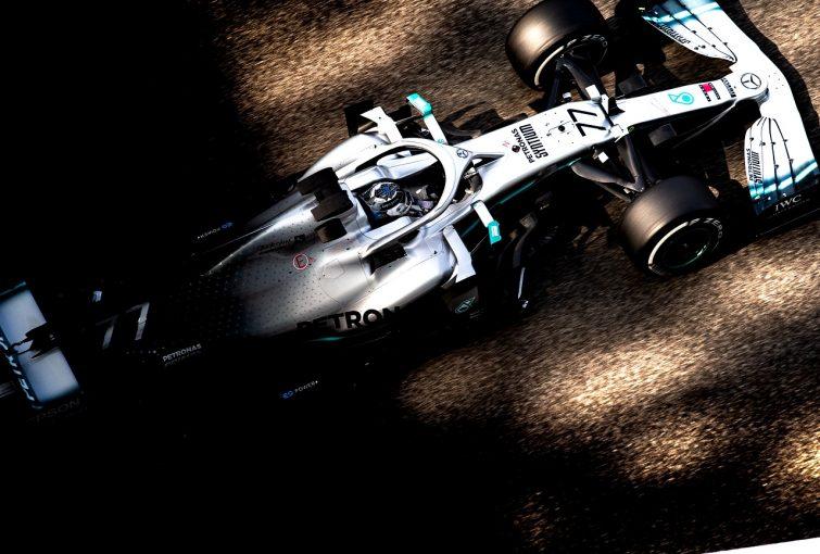 F1   メルセデスが最速。フェラーリのベッテルにトラブルとアクシデント発生/アブダビF1タイヤテスト デイ1
