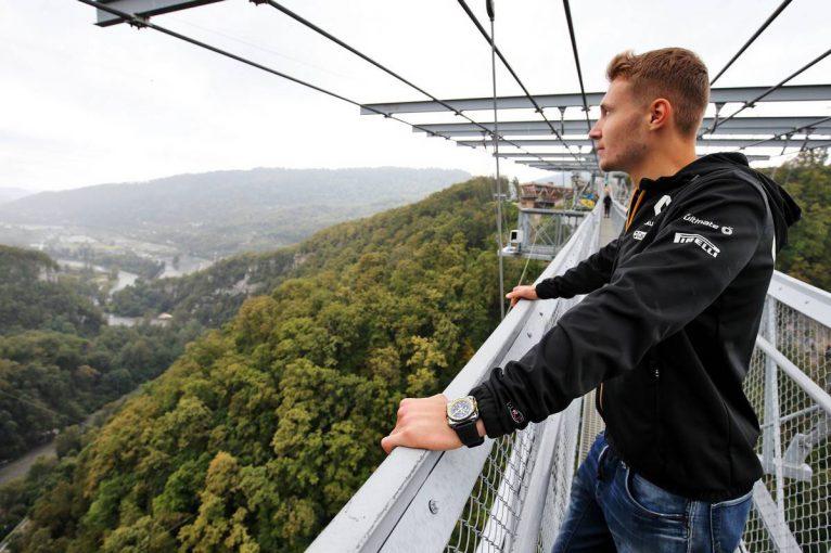 F1 | グランプリのうわさ話:資金供給が途絶え自らシートを探す必要に迫られるシロトキン