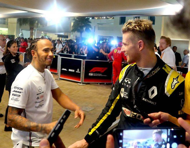 2019年F1最終戦アブダビGP ニコ・ヒュルケンベルグとルイス・ハミルトンが握手をかわす