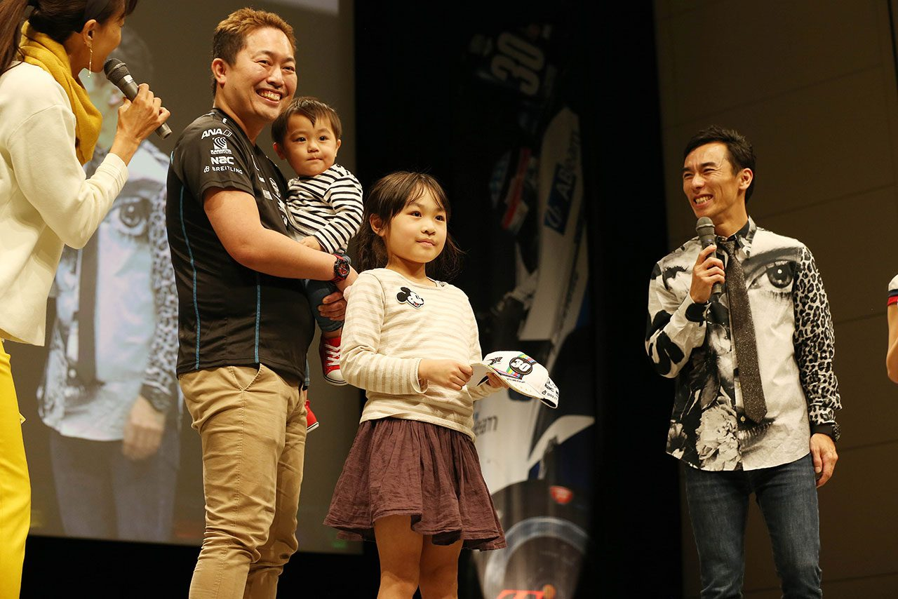 """2019年シーズンは""""優""""と表した佐藤琢磨「みんなの優しさが伝わって身に染みた1年」"""