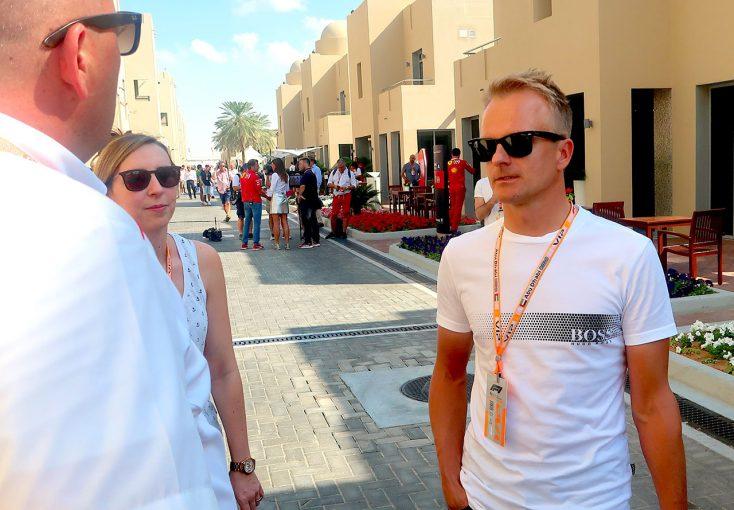 F1 | 【あなたは何しに?】スーパーGTで活躍するコバライネンがF1アブダビGPに。夫婦仲睦まじい姿を見せる