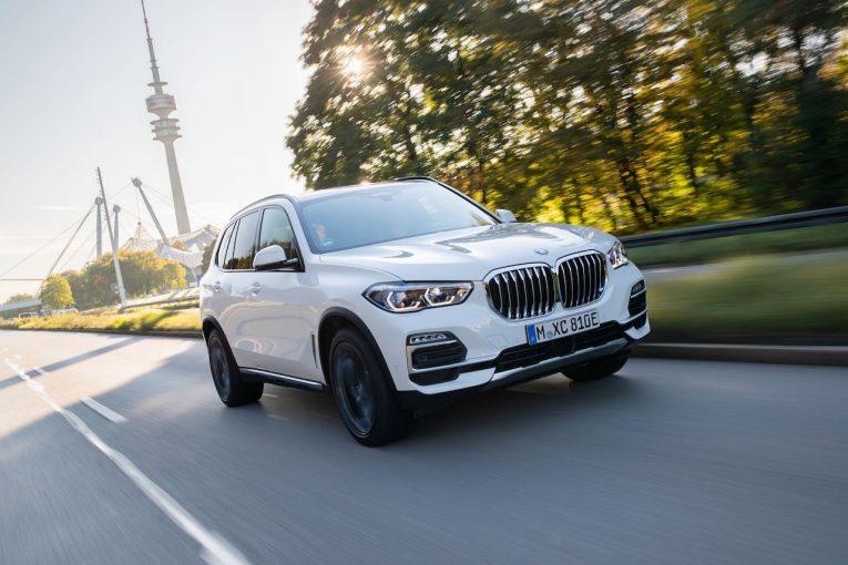クルマ   4代目『BMW X5』に、直列6気筒PHEVと530馬力のV8搭載モデルが登場