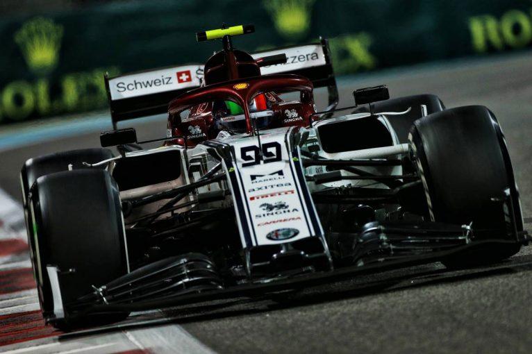 F1   2年越しに掴んだF1フル参戦。ジョビナッツィ、初年度は苦戦も「学んだことすべてが役に立つ」