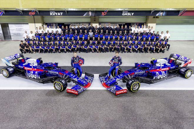 2019年F1最終戦アブダビGP スクーデリア・トロロッソ・ホンダの集合写真