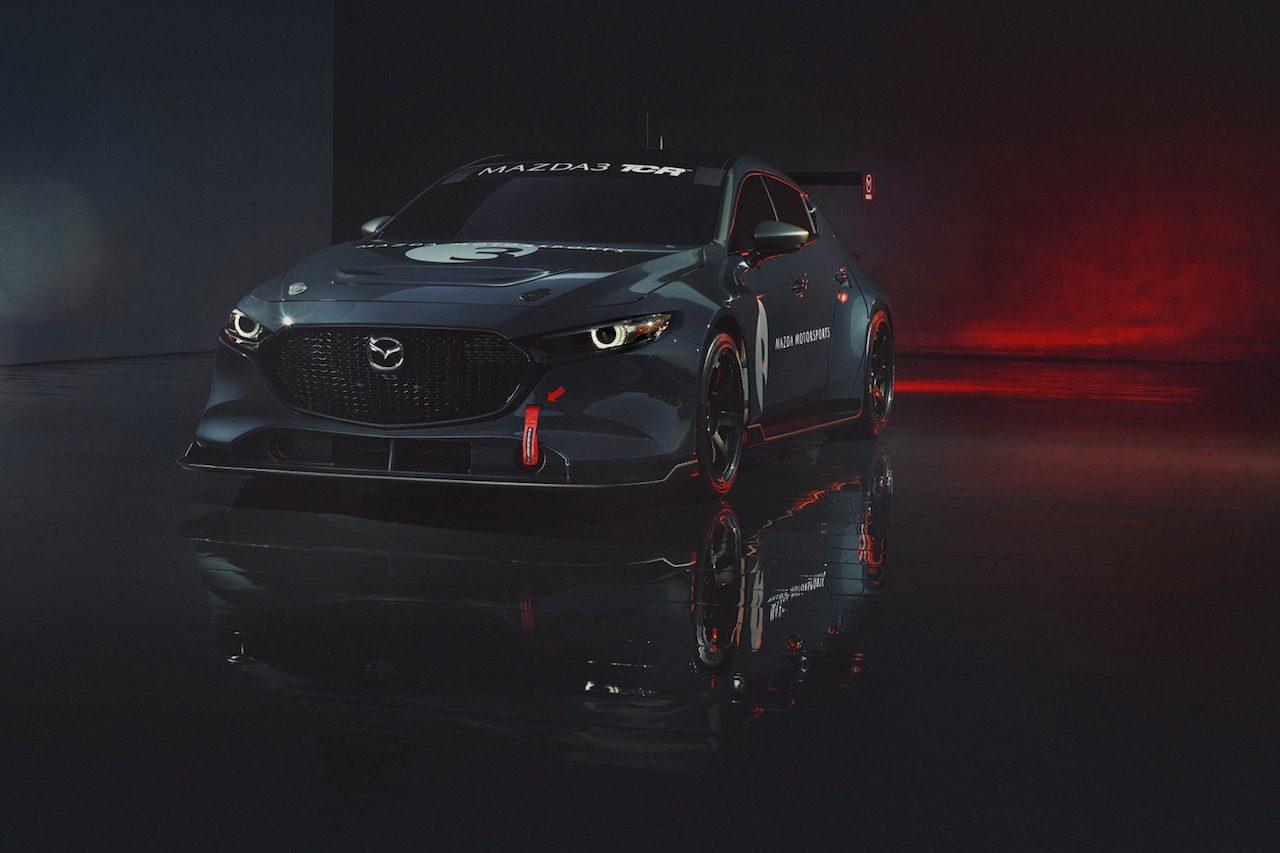 待望の『マツダ3 TCR』正式デビューが1年延期。VW傘下クプラは次期型TCRを披露