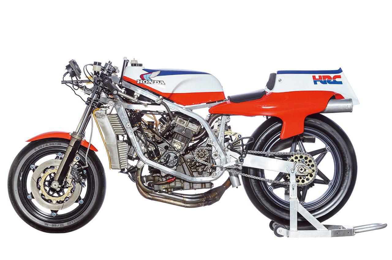 2万回転リッター250馬力を目指した長円ピストンの4スト500ccV4の『NR500』エンジン4世代の進化