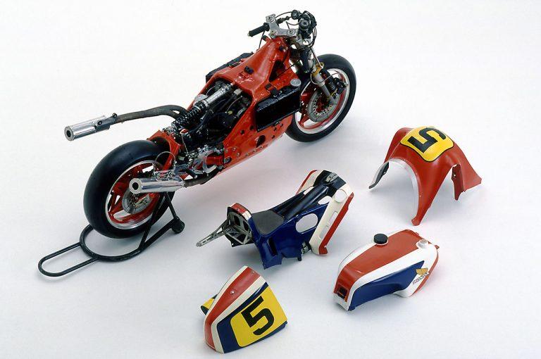 MotoGP | 2万回転リッター250馬力を目指した長円ピストン4スト500ccV4の『NR500』エンジン4世代の進化