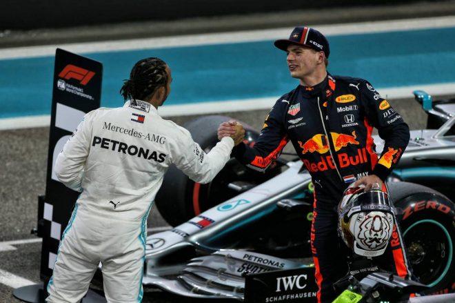 F1アブダビGPの予選後、お互いの健闘を称え合うマックス・フェルスタッペンとルイス・ハミルトン