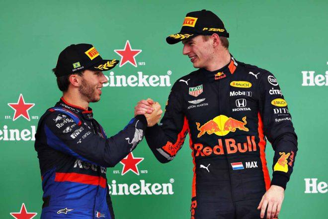 2019年F1第20戦ブラジルGP、優勝したマックス・フェルスタッペンと2位のピエール・ガスリー