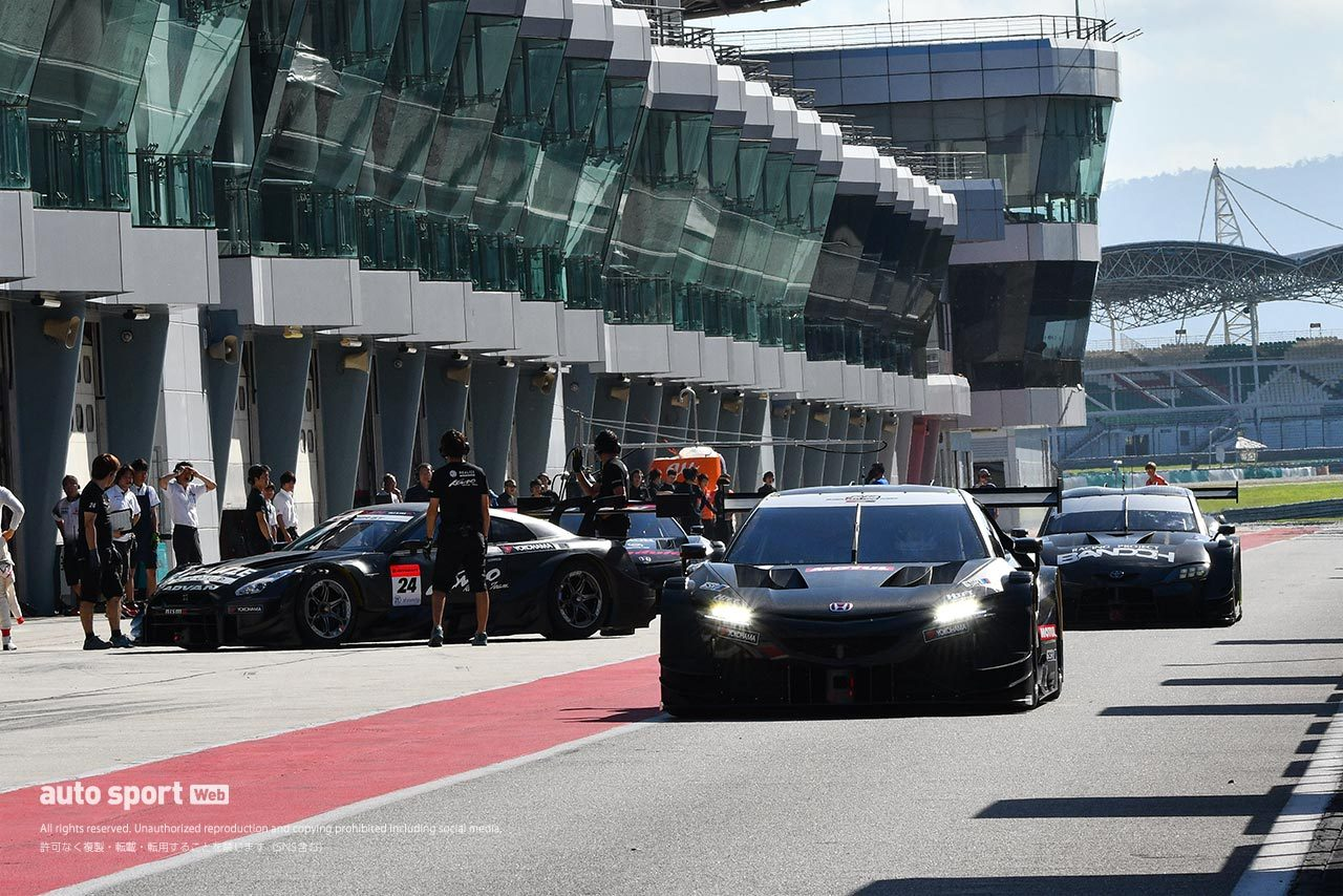 スーパーGT:11台のGT500車両が参加し恒例のセパンでのウインターテストがスタート