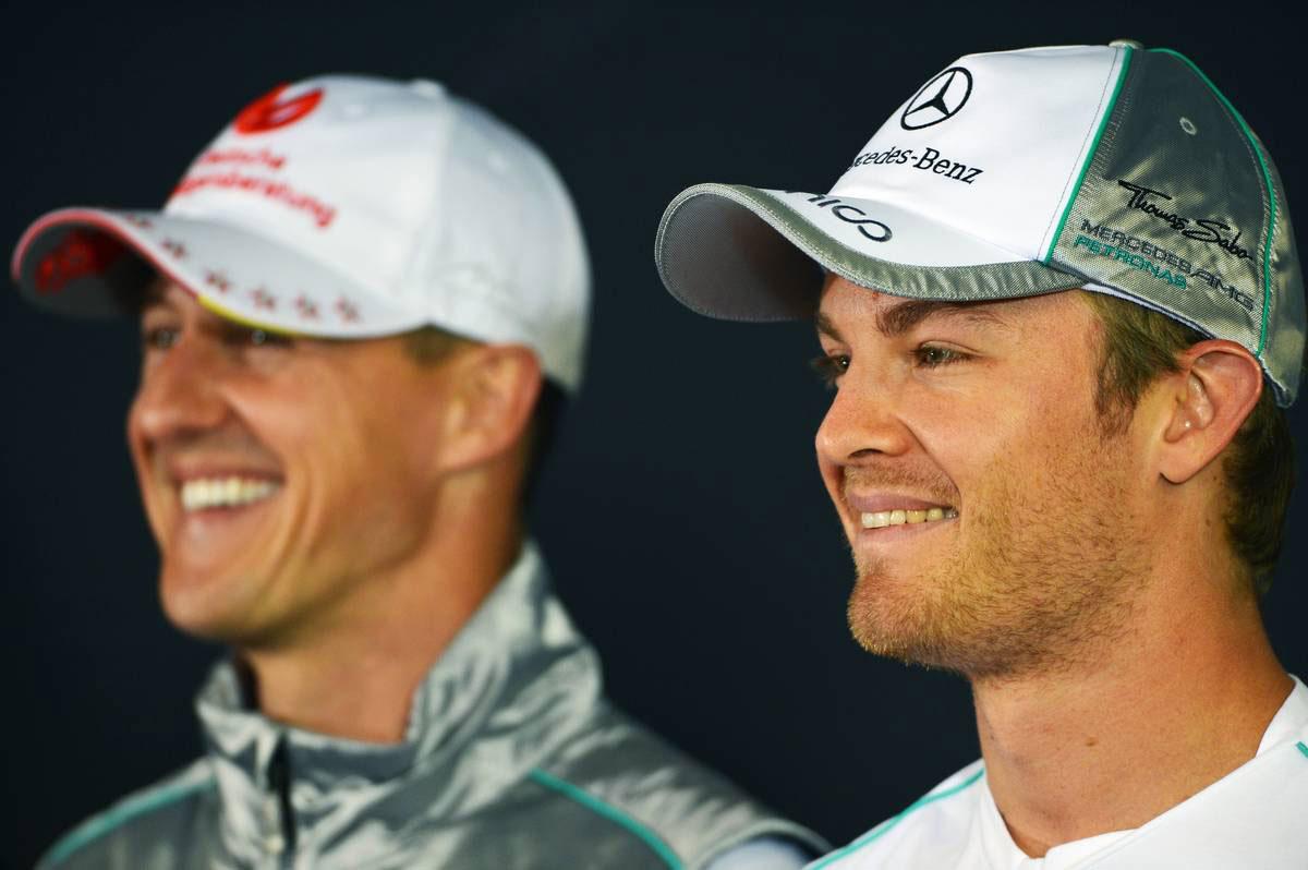 2012年F1第10戦ドイツGP ニコ・ロズベルグ(手前)とミハエル・シューマッハー(奥)