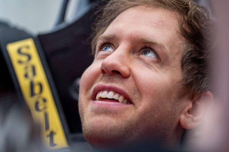 F1 | ベッテル、フェラーリF1ニューマシンと初対面、シート合わせを行う