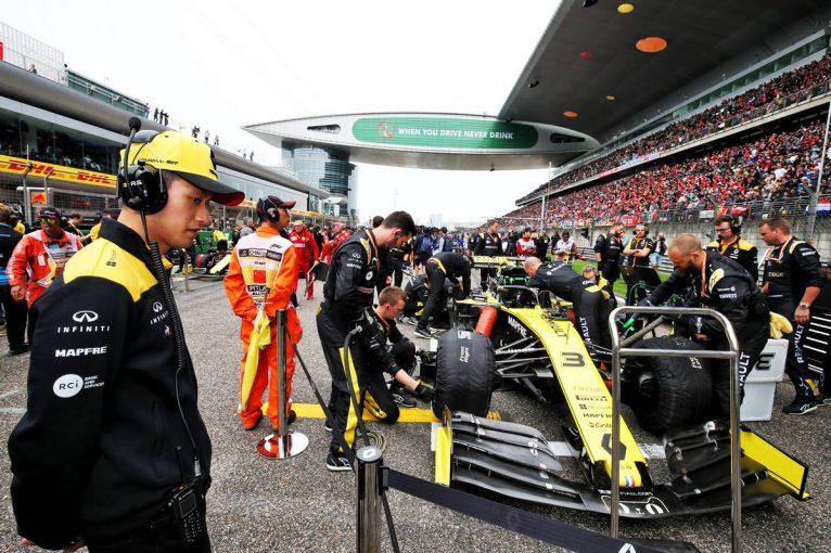 F1 | グランプリのうわさ話:イギリスによる中国への渡航自粛でF1チームも身動きできず