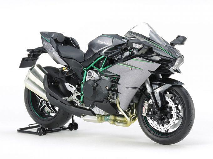 インフォメーション | タミヤが1/12スケールのオートバイ、カワサキ Ninja H2 CARBONを3月下旬に発売